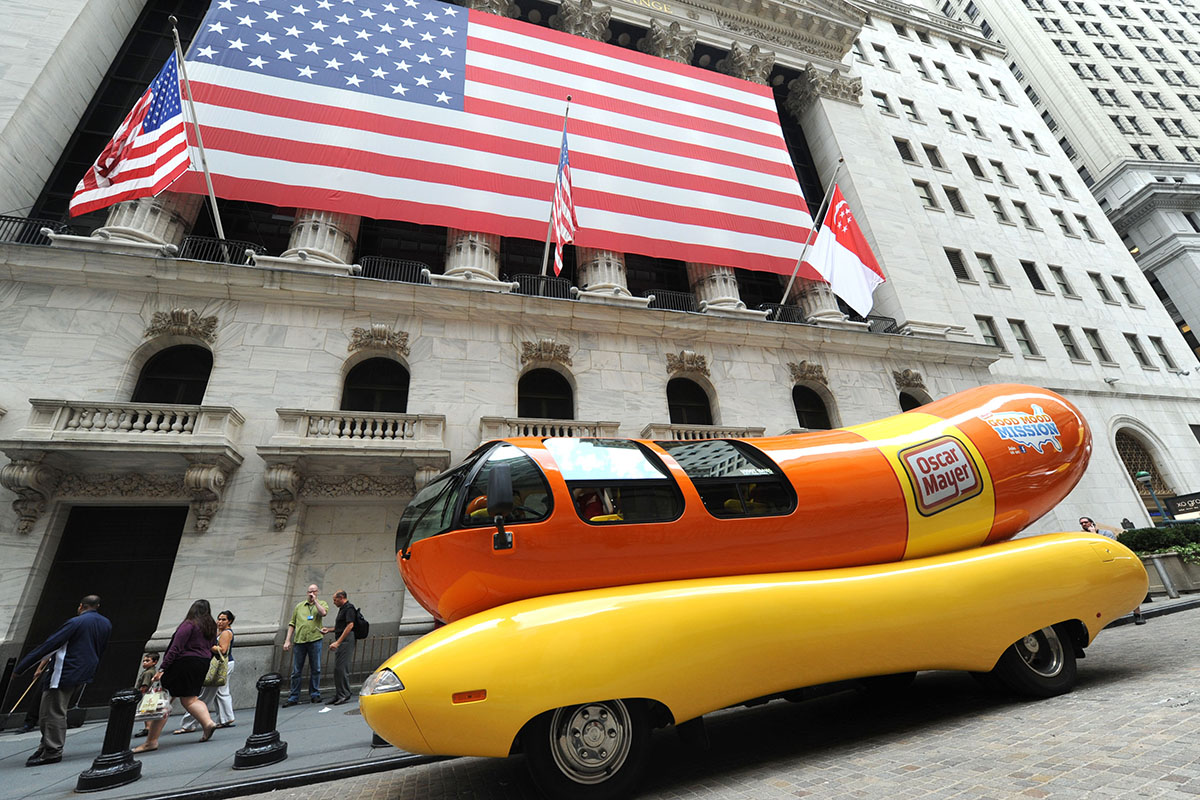hot dog oscar mayer is looking for new wienermobile drivers do you remember. Black Bedroom Furniture Sets. Home Design Ideas